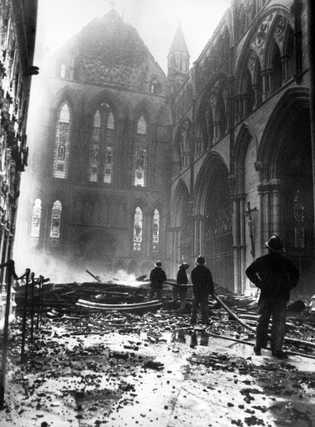 Um raio causou um incêndio catastrófico na Catedral de York em 1984.