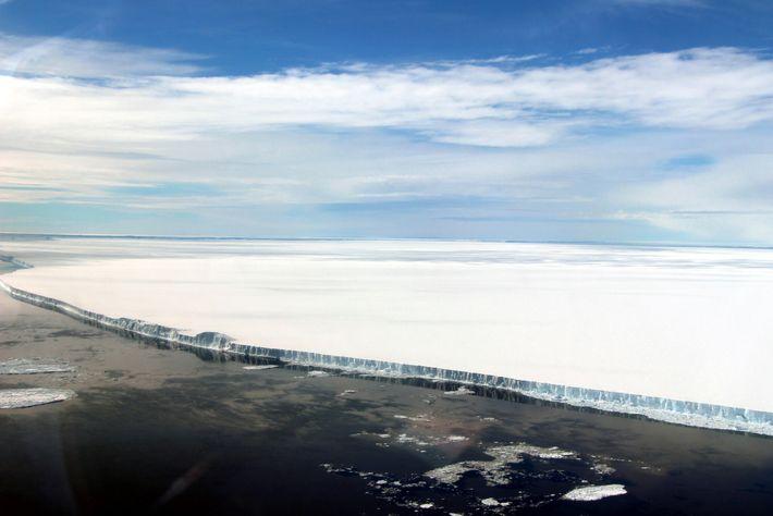 O A68 se desprendeu da plataforma de gelo Larsen C em julho de 2017. Esta imagem ...