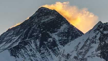 Por que a altura do Monte Everest continua mudando