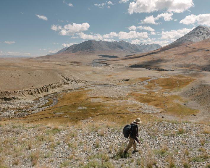 O jornalista Paul Salopek percorre o corredor de Wakhan no Afeganistão, parte do Out of Eden ...