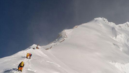 Microplásticos encontrados próximos ao pico do Everest – ponto mais alto já registrado