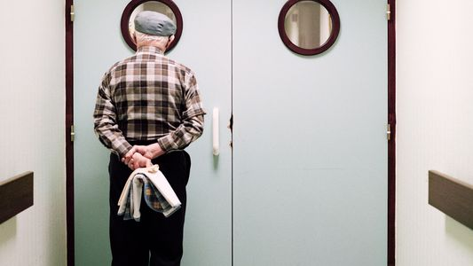 Como é a vida em uma ala de hospital para pessoas com Alzheimer