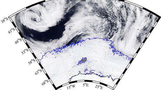 Camadas de gelo de inverno cobrem o Mar de Weddel, na Antártida, enquanto gigantescos ciclones extra-tropicais ...