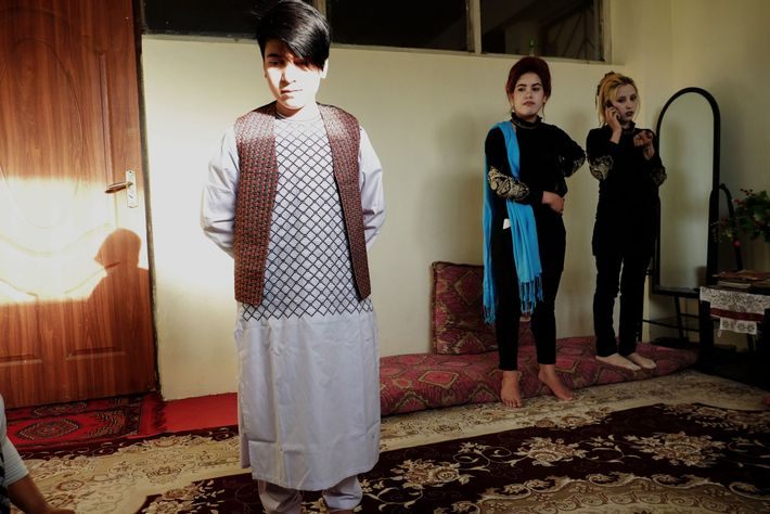 bacha-posh-garotas-criadas-como-homens-afeganistao
