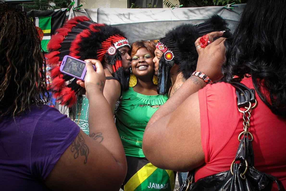 Alegria, orgulho e amor exibidos no anual West Indian Day Parade,  em Eastern Parkway, Brooklyn, ...