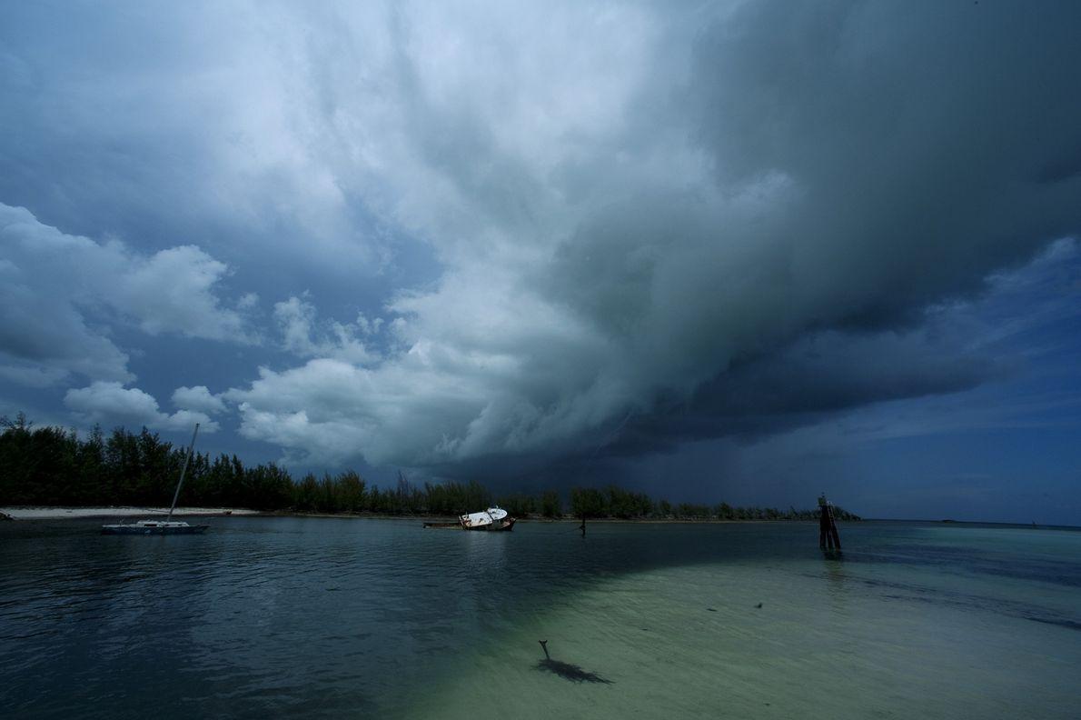 Fantasmas de antigos furacões habitam os buracos azuis do Caribe