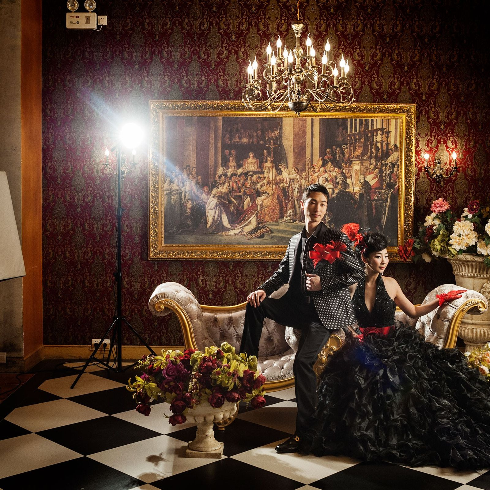 """Gu, 28, e Xien, 26, posam para fotos de casamento no cenário """"castelo dos sonhos"""" no ..."""