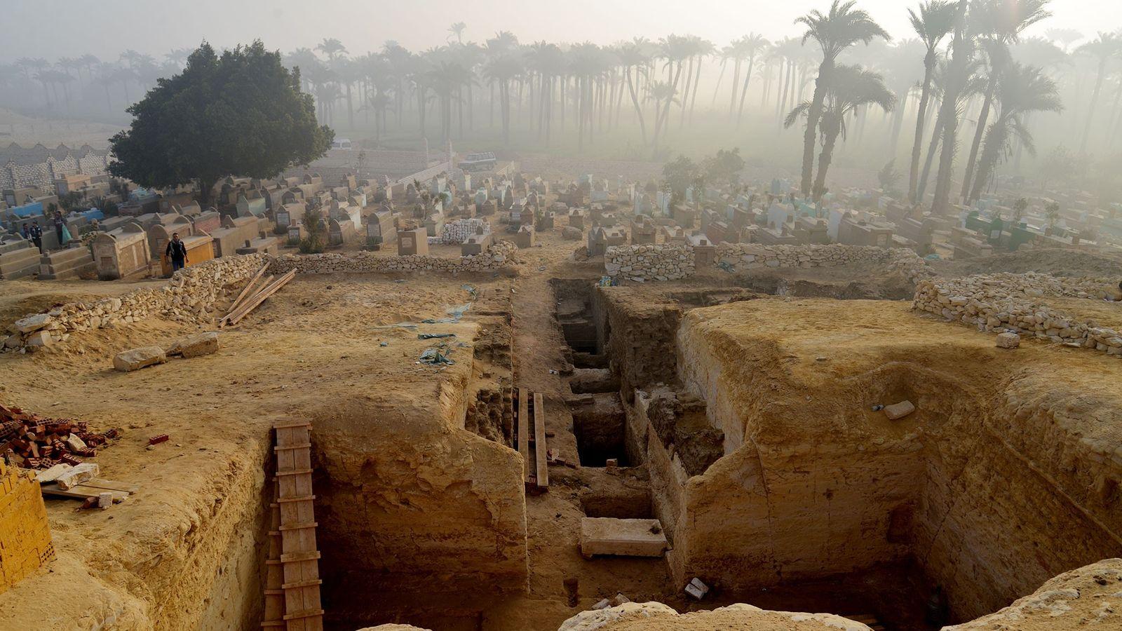 O grande conjunto de sepulturas antigas em Lisht, no Egito, pode oferecer pistas sobre a vida ...
