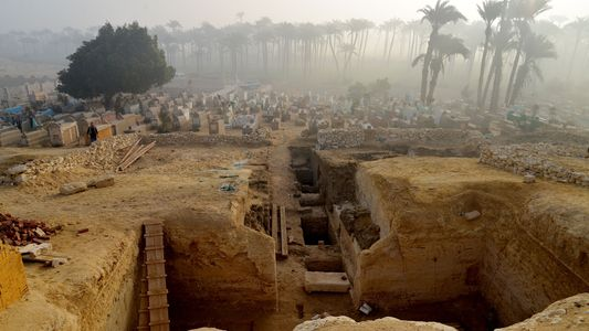 Mais de 800 tumbas egípcias descobertas em antiga necrópole