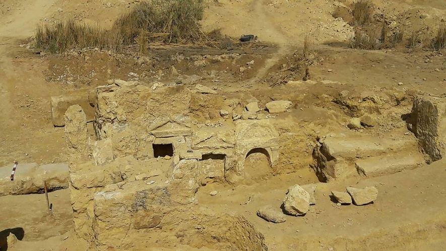 O Ministério de Antiguidades do Egito diz que mais escavações serão realizadas ainda este ano. Elas ...