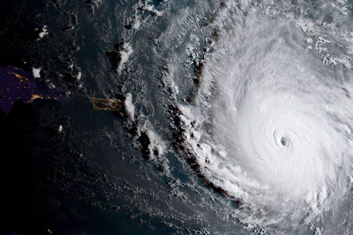 O furacão Irma, uma tempestade de categoria 5, é visto nesta imagem NOAA do satélite GOES-16 ...