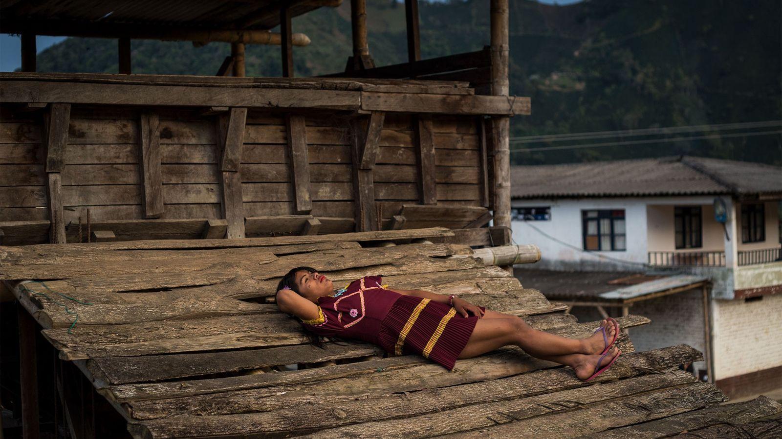 Angélica, indígena trans na Colômbia.