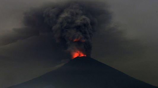 O que precisamos saber sobre o barulhento vulcão de Bali