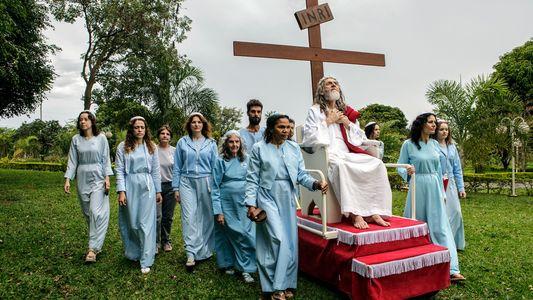 FOTOS: Inri Cristo, o homem que se considera Jesus reencarnado
