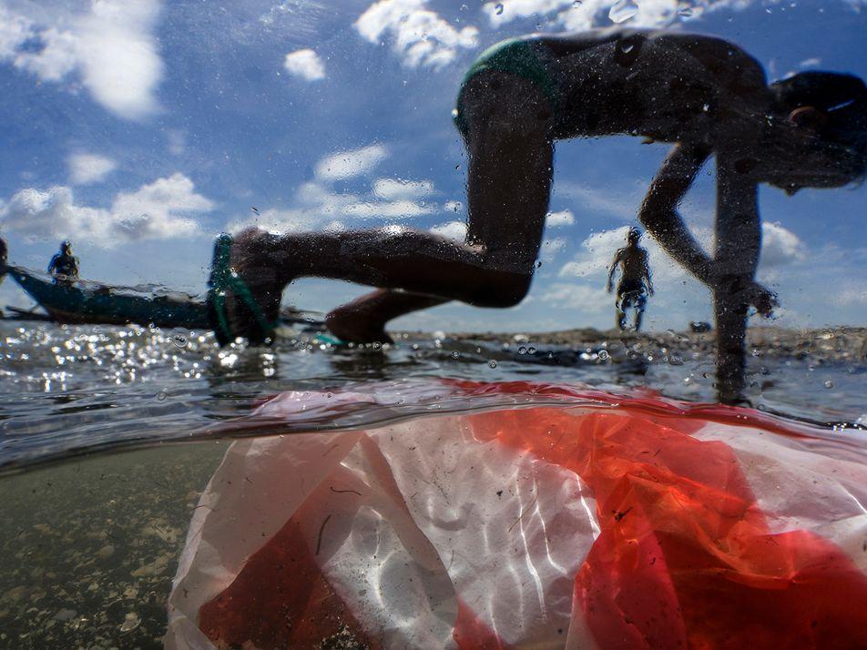 Em 2040, lixo plástico nos oceanos poderá ser o triplo do atual