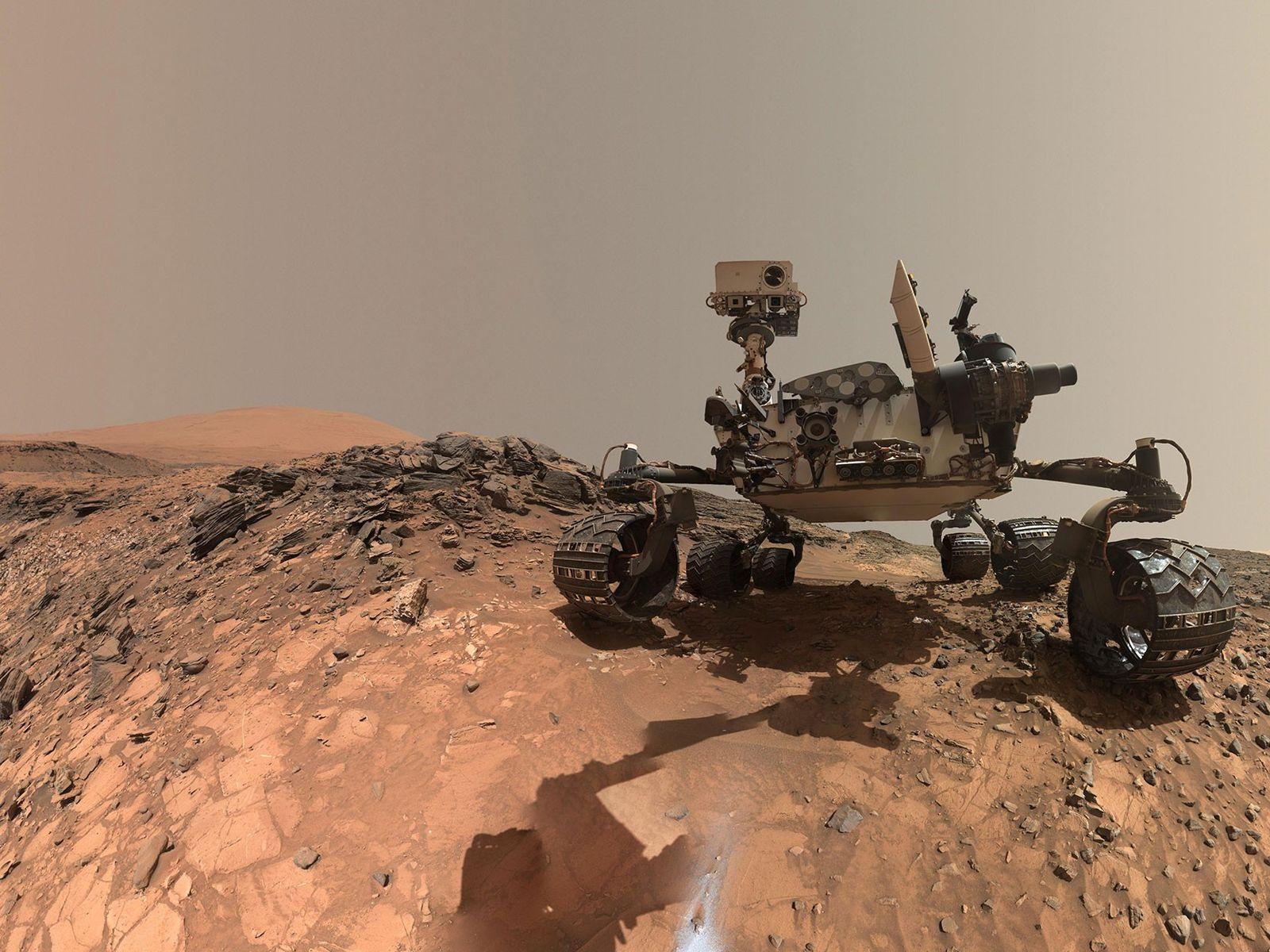 O rover Curiosity da Nasa, em Marte, faz uma parada em uma região inferior do Monte ...