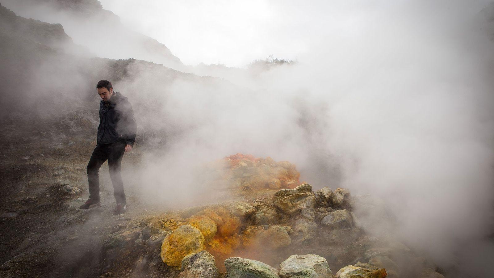 """Também conhecido como """"The Phlegrean Fields"""", os Campos Flégreos da Itália são um complexo vulcânico composto ..."""