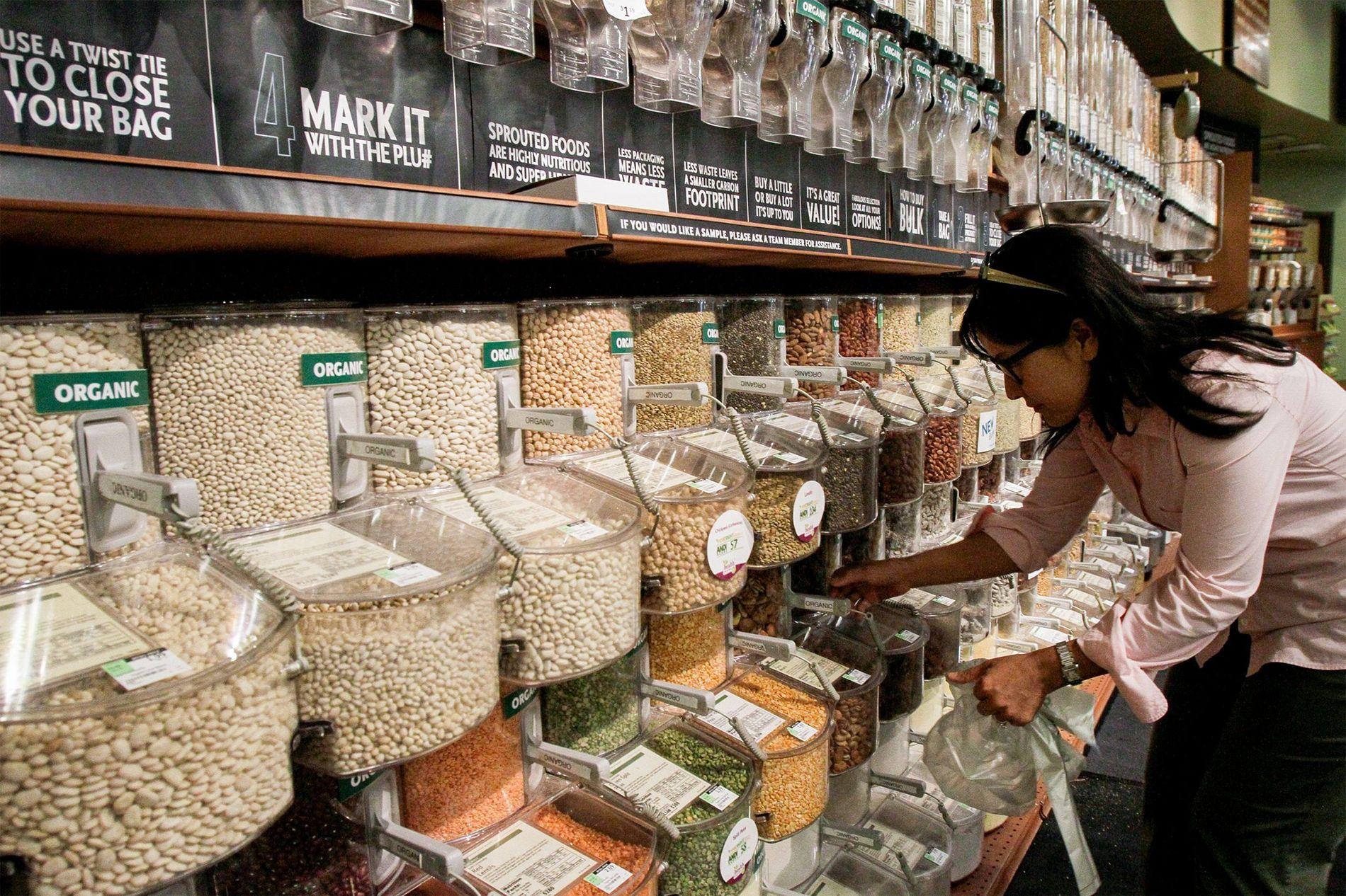 Comprar em grande quantidade pode ajudar famílias a usar menos plástico, e também serve como ensinamento ...