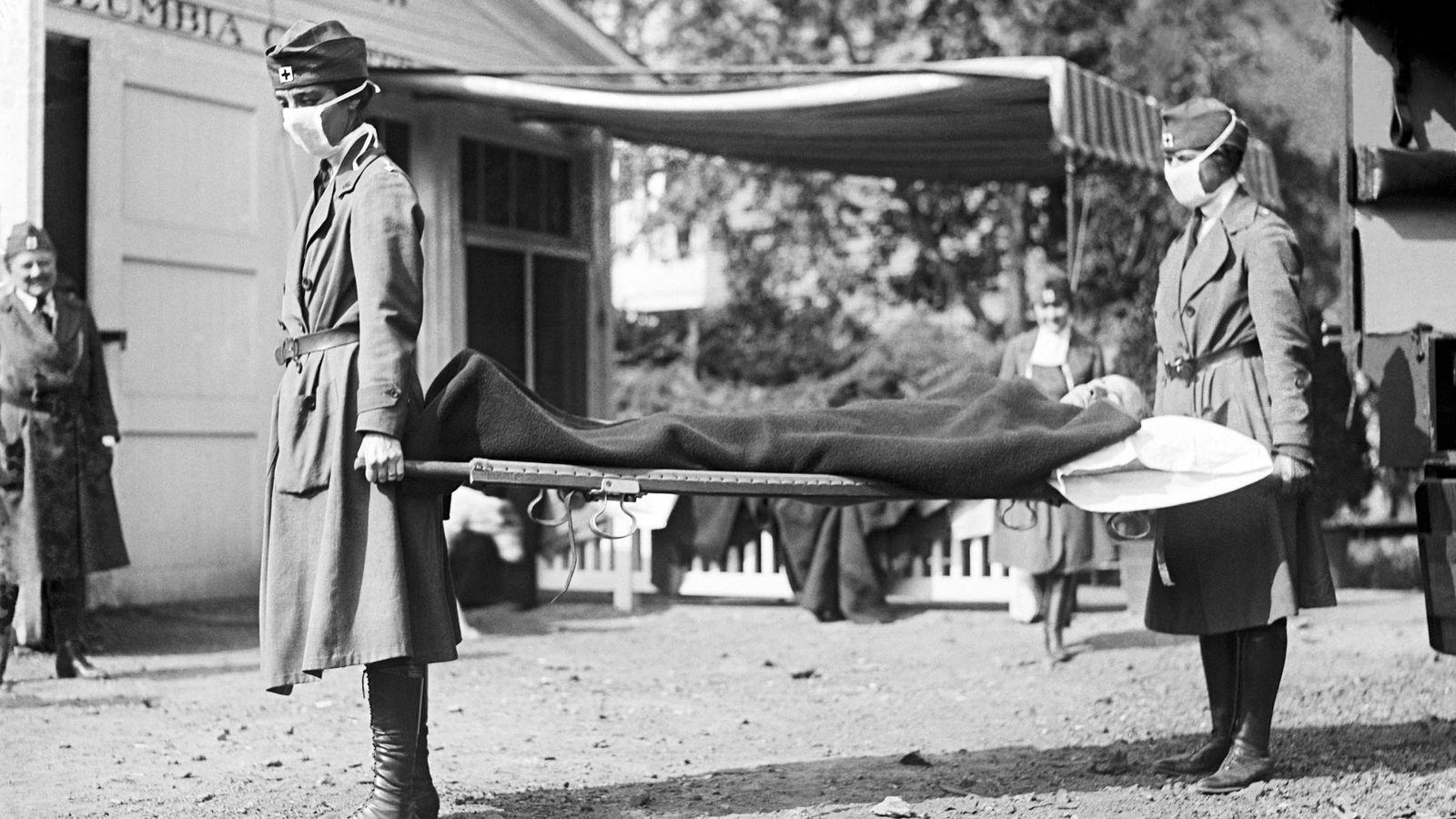 Quando ocorreu a pandemia de gripe espanhola, muitos médicos estavam servindo na Primeira Guerra Mundial, então ...