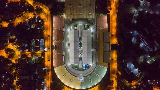 Transformados em hospitais, centros de teste e necrotérios, estádios ganham nova importância