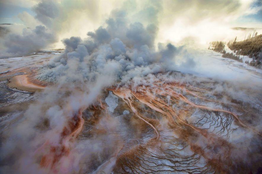 Mais de um terço do Parque Nacional de Yellowstone fica dentro da caldeira de um vulcão ...