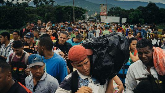 Para os refugiados venezuelanos, esta ponte conecta o passado e o presente