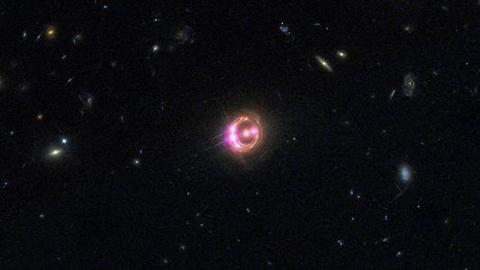 Universo está agindo de forma estranha, e 'lentes' cósmicas podem revelar motivo