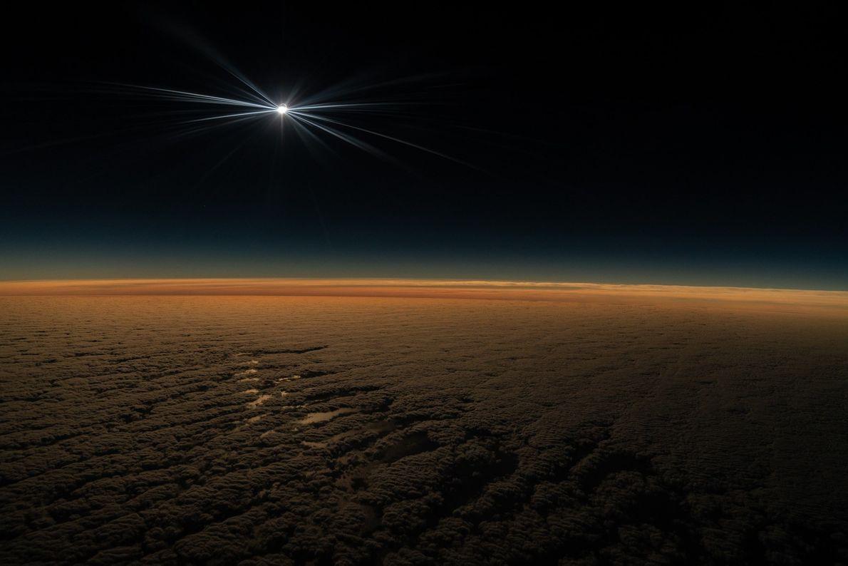 O evento foi muito aguardado pelos aficionados por astronomia, pois o último eclipse total do Sol ...
