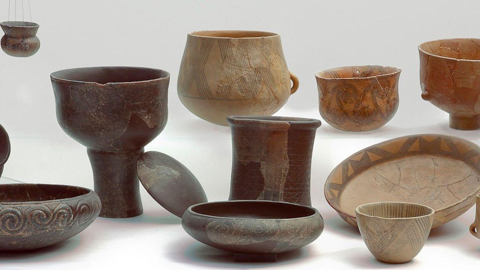 Esta variedade de cerâmicas do Neolítico Médio representa os tipos analisados em um estudo de queijos ...