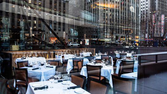 Um restaurante vazio em 13 de março de 2020 na cidade de Nova York.