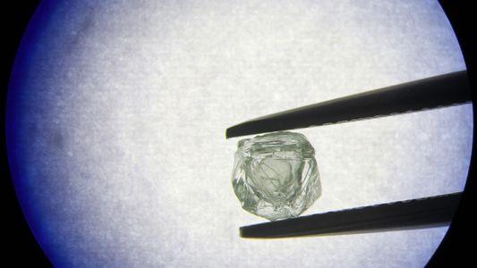 Boneca russa? Impressionante diamante encontrado dentro de outro diamante intriga cientistas
