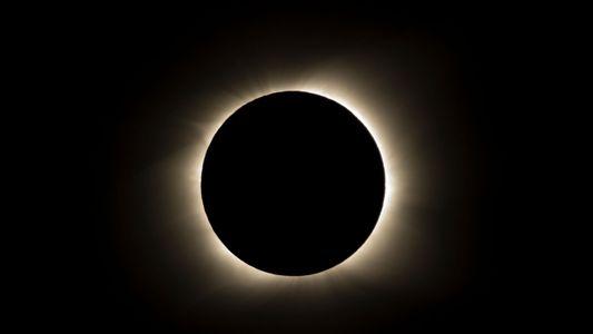 Primeiro eclipse solar total desde 2017 ocorre nesta terça-feira