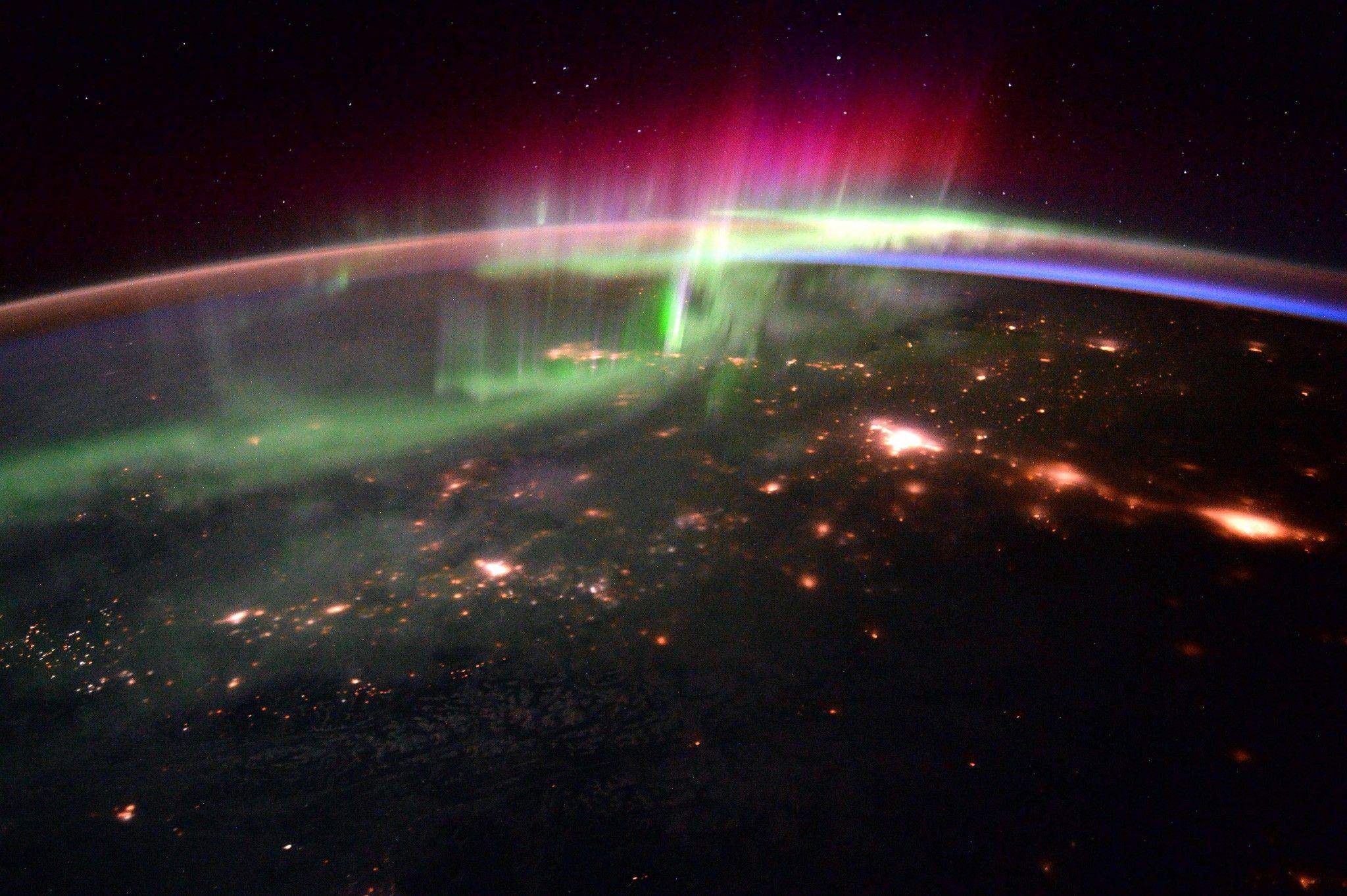 Campo magnético da Terra muda com muito mais frequência do que imaginávamos   National Geographic
