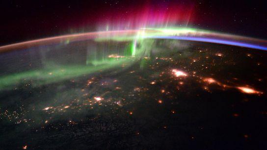 A interação dos ventos solares com o campo magnético do nosso planeta produz impressionantes espetáculos de ...