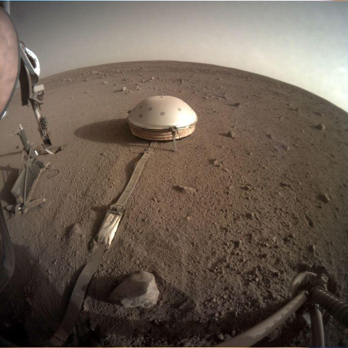 A sonda InSight foi projetada para mapear estruturas internas em Marte. Entre os inúmeros instrumentos da ...