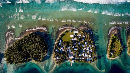 Elevação do nível dos mares gera escolha difícil à população insular: realocar-se ou elevar-se?