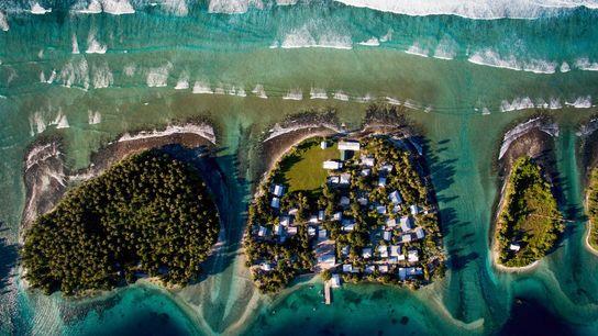 Vista aérea de Ejit, nas Ilhas Marshall, no centro, onde o aumento do nível do mar ...