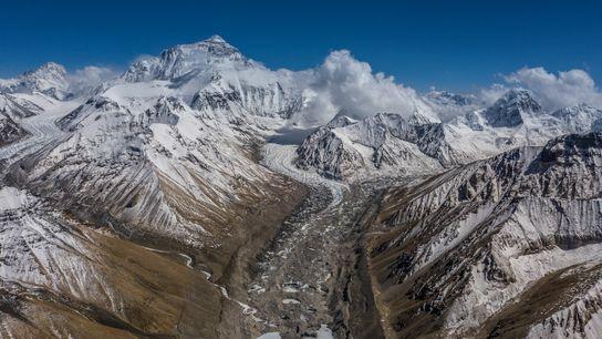 O Acampamento Base Norte do Everest tem vista para a Geleira Rongbuk e para o trajeto ...
