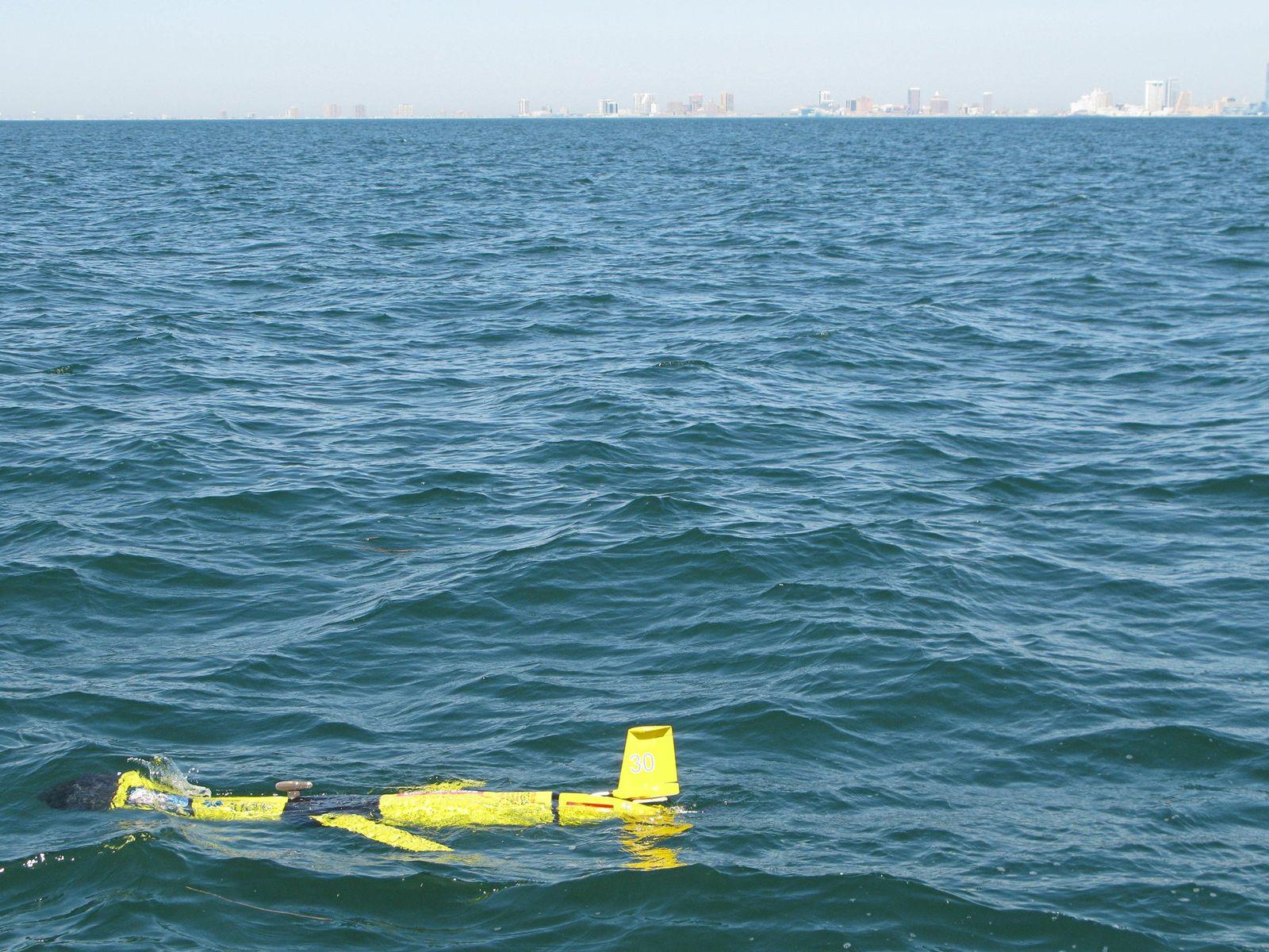 Um planador autônomo flutua a duas milhas de Atlantic City, depois de ser liberado por uma ...