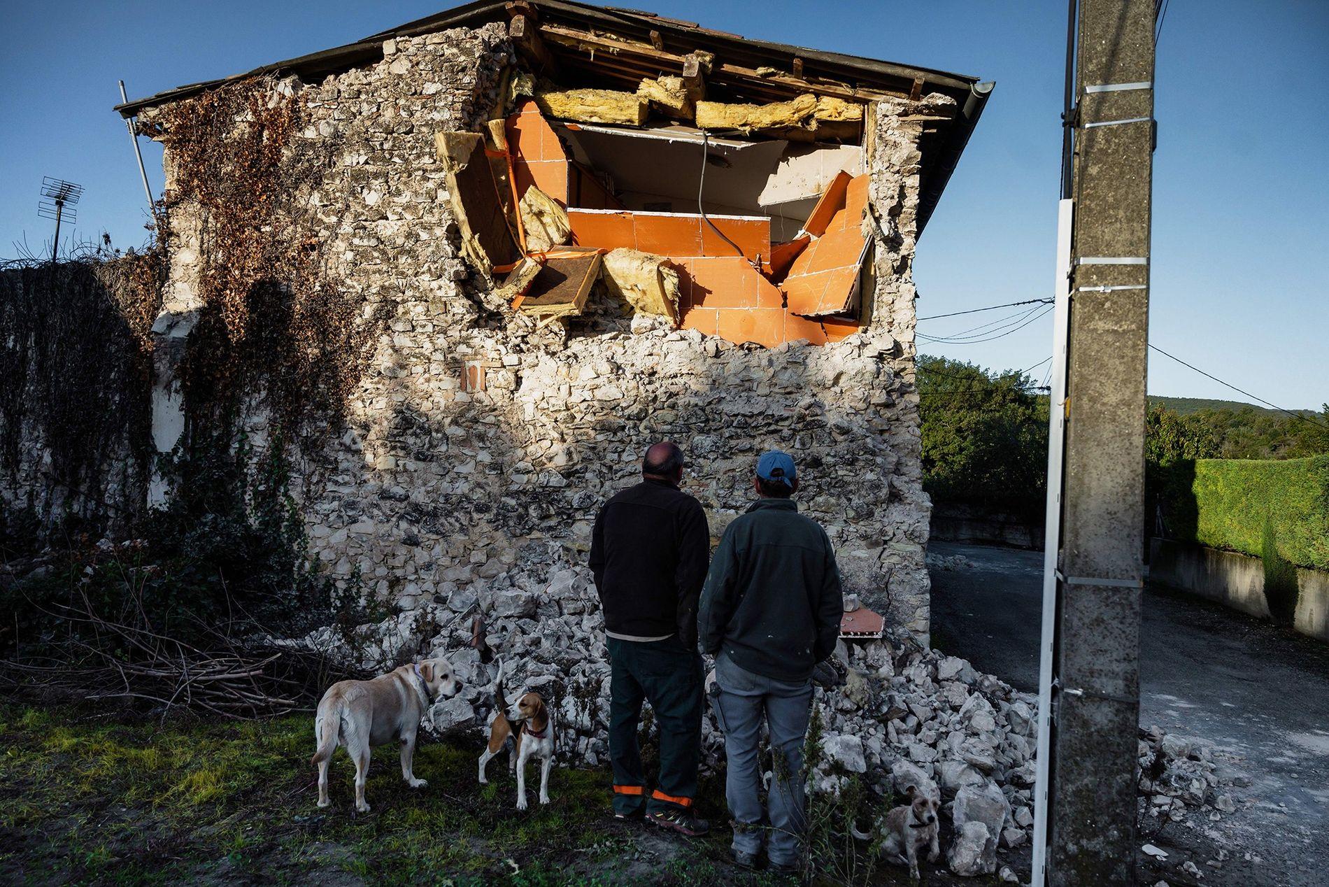 Um terremoto de magnitude 4.8 atingiu o sudeste da França em 11 de novembro, danificando construções ...