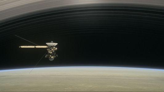 Chuva cai dos anéis de Saturno — e acaba atingindo uma cambaleante espaçonave