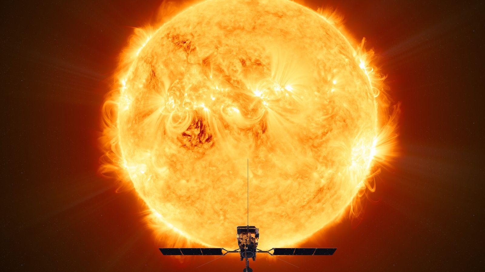 Uma ilustração mostra a Sonda Solar Orbiter, da ESA, de frente ao Sol durante seu voo ...