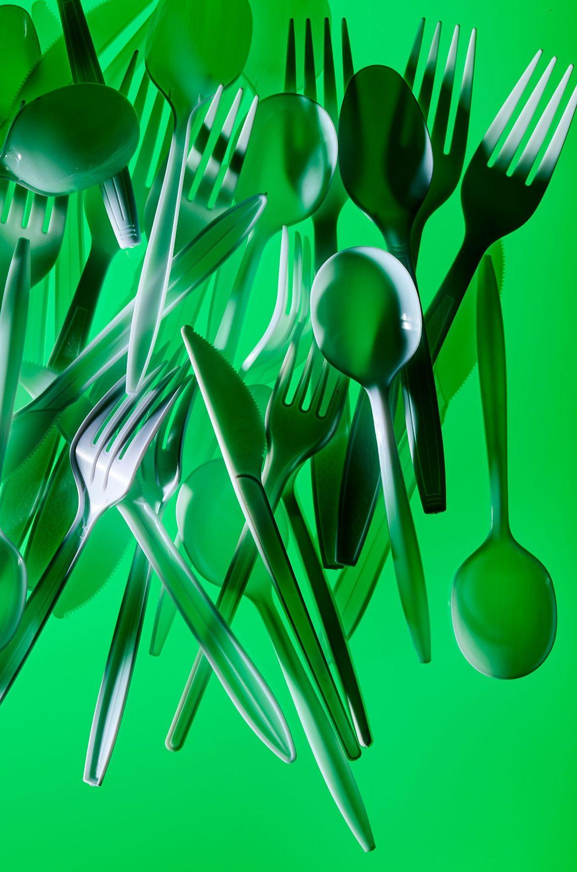 Por que transportar seu próprio garfo e colher ajudaria a amenizar a crise do plástico