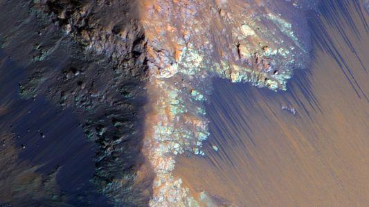 """NASA encontra evidência """"definitiva"""" de água líquida em Marte"""