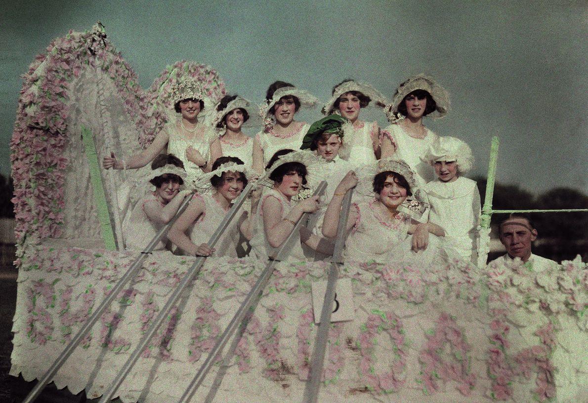 Moças celebrando a primavera em 1924