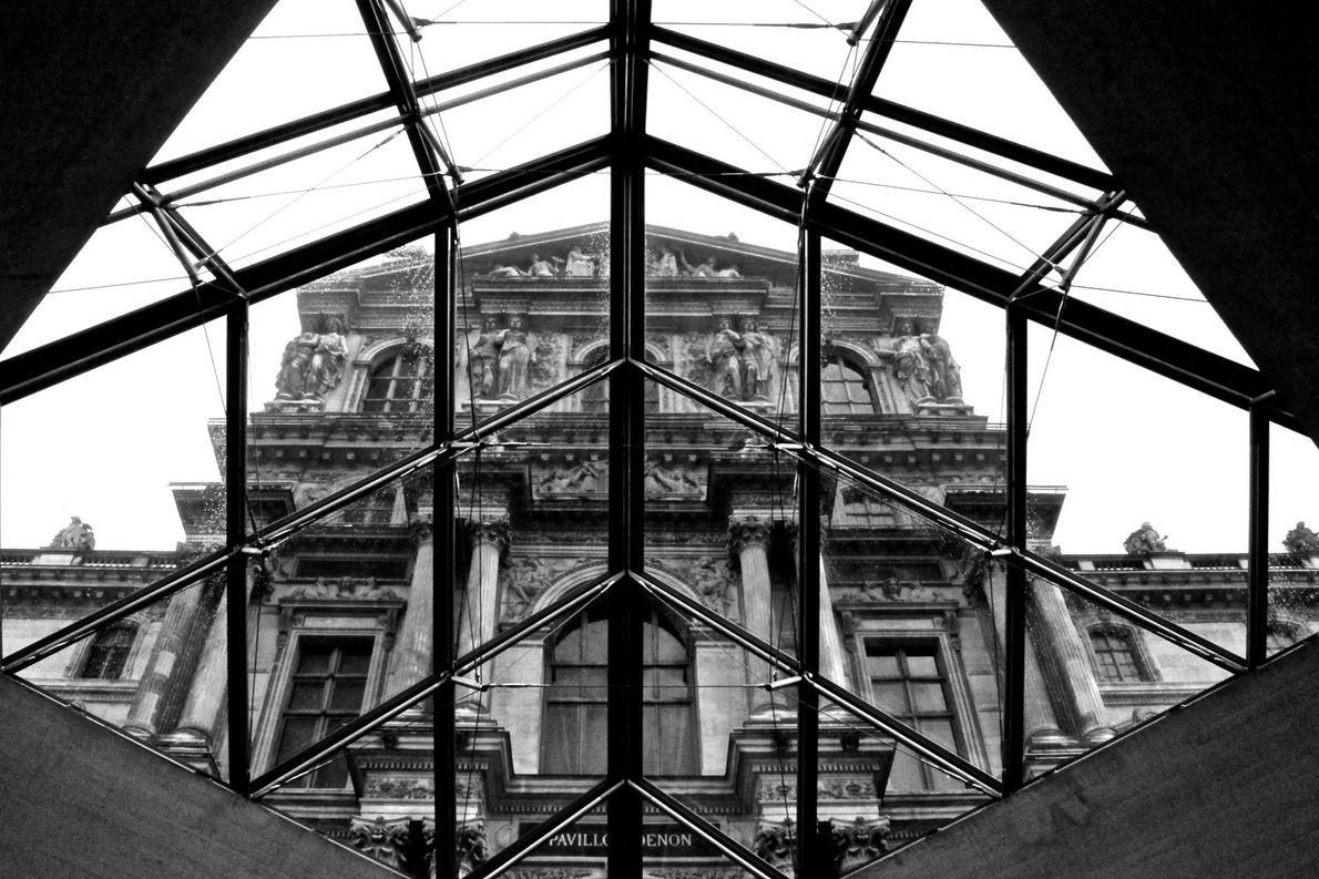 O Louvre é o museu mais visitado do mundo, atraindo mais de 10 milhões de visitantes …