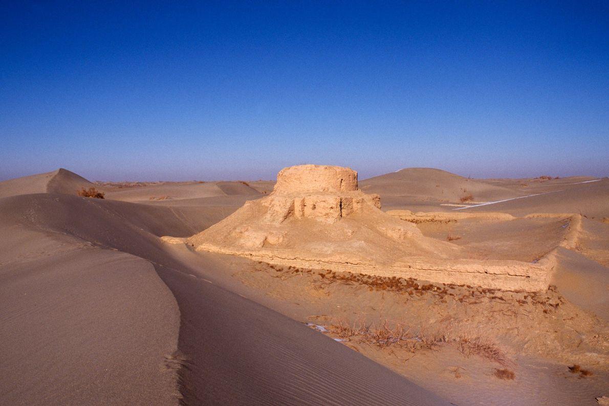 HOTAN O poder desse outro reino budista, Hotan, provém de sua localização estratégica na Rota da Seda, …