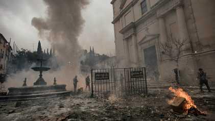 FOTOS: Nesta cidade, as armas de guerra são farinha e ovos