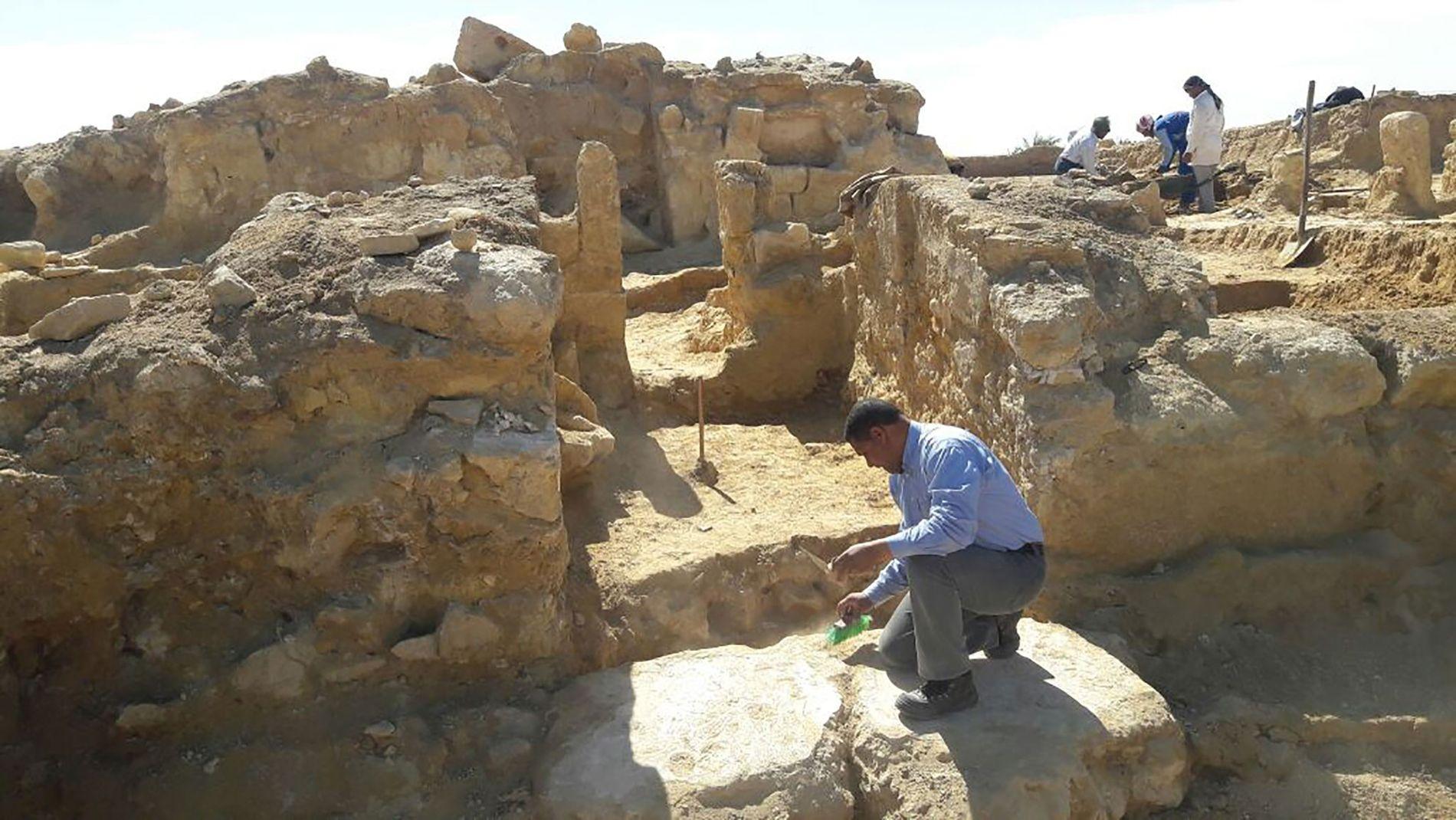 Templo greco-romano é desenterrado no Egito