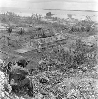 Em 1944, depois de 32 meses de ocupação japonesa, Guam foi libertada pelos soldados norte-americanos, como ...